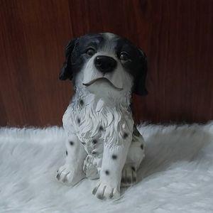 Black and white dog figure